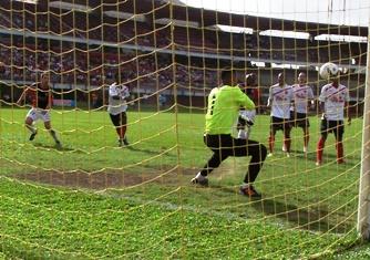 Cúcuta Deportivo cayó 1x2 frente al Medellín y no sabe conjugar el verbo ganar, ni en casa, ni afuera y hace todo lo posible por caer a la Primera B. Foto Jorge Delgado.