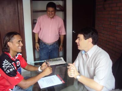 El delantero Hernández firmó con el equipo rojinegro, se conocieron oficialmente los jugadores que salen del equipo motilón. 12 o 13 cupos que se deben copar para afrontar la nueva temporada.